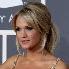 """Hairstyles for round faces . . . Professionals have specific skills in creating slimming effects with hairstyles. Here are some their """"go to"""" haircuts for round face shapes. Carrie Underwood relaxed ponytail"""