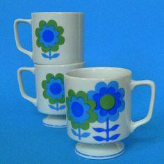 Mod •~• vintage blue & green floral mugs