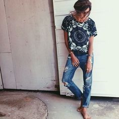 Ripped jeans| Hippie top| And I dont how it gets better than this ♪