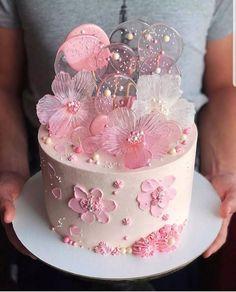 Especially beautiful cream cake, so beautiful! Especially beautiful cream cake, so beautiful! Especially beautiful cream cake, so beautiful! Pretty Cakes, Cute Cakes, Beautiful Cakes, Amazing Cakes, Drip Cakes, Occasion Cakes, Fancy Cakes, Love Cake, Cake Creations