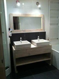 Badkamermeubel van steigerhout. Binnen 30km gratis bezorgd! Bathroom Vanity, New Homes, Bathroom, Lighted Bathroom Mirror, Bathrooms Remodel, House, Interior, Bathroom Lighting, Bathroom Mirror