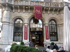 El café Central, Viena,  abrió sus puertas en 1860. A finales del siglo XIX se convirtió en uno de los puntos de encuentro más importantes de la intelectualidad vienesa, en parte gracias al cierre y derribo del Café Griensteidl. Algunos de los clientes habituales del Central fueron, entre otros, Peter Altenberg, Egon Friedell, Hugo von Hofmannsthal, Anton Kuh, Alfred Adler, Sigmund Freud, Adolf Loos (quien diseñó el interior del Café Museum), Leo Perutz y Alfred Polgar