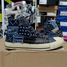 """Japanese Embroidery Sashiko SOLD OUT ! """" Converse CT hi x Margareth Howell """" (Custom patchwork) - size - Denim Sneakers, Denim Shoes, Jeans Denim, On Shoes, Converse Vintage, Denim Ideas, Patchwork Jeans, Shoe Pattern, Japanese Textiles"""