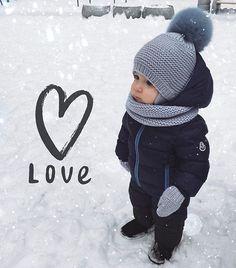 Привет❄️ Вы часто спрашиваете, подходят ли мои шапочки для зимы? Конечно да на Богдане двойная шапочка с ушками и завязками (в детские шапочки,по Вашему желанию, я добавляю вязаный подклад из 100% мериносовой шерсти) снуд и варежки, все 100% merino wool Благодарю за чудесное фото @golden.mayer #knitting#iloveknitting#i_loveknitting#winter#babyboy#babyknits#вязаниедетям#шапка#вязанаяшапка#снудспицами#варежки#вяжутнетолькобабушки#люблюточтоделаю