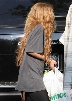 hippie hair 436427020110565651 - Break me off a piece of that hair. Source by Katypeony Messy Hairstyles, Pretty Hairstyles, Female Hairstyles, Hairstyles 2018, Beauté Blonde, Golden Blonde, Waist Length Hair, Dye My Hair, Aesthetic Hair