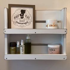 Country Chic Cottage, Lakehouse Decor, Bathroom Interior Design, Shabby Chic Cottage, Rustic Storage, Bathroom Organization, Cottage Storage, Country Farmhouse Decor, Wood Bathroom