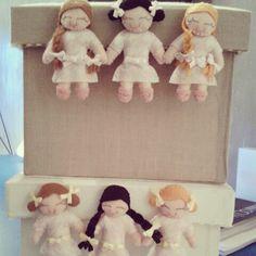 Caixas com mini bonecas feltro