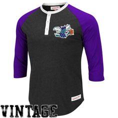 Mitchell & Ness Charlotte Hornets Jumpball Henley T-Shirt - Purple/Charcoal