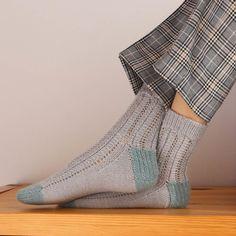 Aprender a tejer calcetines - Tres formas distintas de tejerlos. Crochet, Knitting Socks, Tejidos, Crochet Hooks, Crocheting, Thread Crochet, Hooks, Quilting, Chrochet