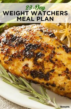 Weight Watchers Meal Plan Losing weight shouldn't be a flavorless process. With the right recipes under your belt, you can drop pounds while enjoying your favorite foods. This weight watchers meal plan lets you enjoy everything from savory sa Nutritious Meals, Healthy Snacks, Healthy Eating, Healthy Recipes, Plats Weight Watchers, Weight Watchers Meal Plans, Weight Watchers Program, Weight Watchers Muffins, Weight Watchers Lunches