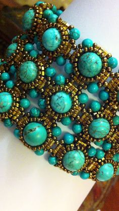 Beaded Bracelet Turquoise and gold Turquesa y Oro