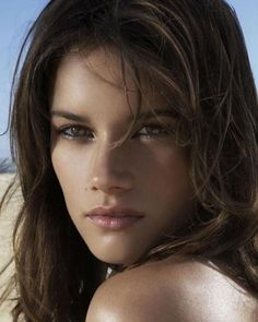 Missy Peregrym: This is the girl I think they should have recast for Bella post-change!