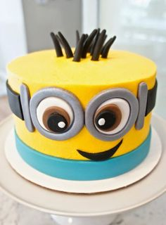 Minions Party More decorating ideas on albums: Minions Party 2 Bolo Fake Minions, Bolo Minion, Minion Cakes, Cupcake Minions, Minion Birthday, Minion Party, Birthday Cakes, Happy Birthday, Fancy Cakes