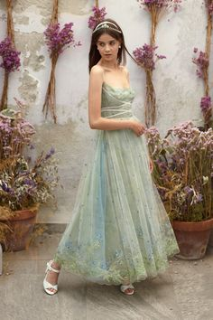Luisa Beccaria Resort 2019 Fashion Show Collection: See the complete Luisa Beccaria Resort 2019 collection. Look 33 Grad Dresses, Ball Dresses, Ball Gowns, Wedding Dresses, Luisa Beccaria, Fairytale Dress, Fairy Dress, Pretty Outfits, Pretty Dresses