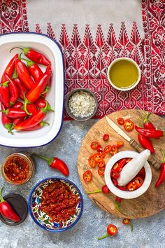 Posts about Arabic and middle eastern recipes written by Sawsan Abu Farha @ Chef in disguise Chili Pepper Paste, Halal Recipes, Yummy Recipes, Dessert Recipes, Arabic Food, Arabic Dessert, Arabic Sweets, Eastern Cuisine, Recipes