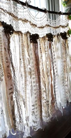 Vintage Ideas Custom French Shabby Chic Vintage Crochet Lace Burlap Curtain Rustic Romantic ANTIQUE Lace Kitchen - ❤ Each is artfully hand made,there will be some minor variations due primarily to VINTAGE fabric Shabby French Chic, Shabby Chic Français, Shabby Chic Romantique, Shabby Chic Garland, Shabby Chic Zimmer, Shabby Chic Bedrooms, Shabby Chic Kitchen, Shabby Cottage, Shabby Chic Furniture