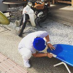 ボードリペア中 少し冬型も弱まりセッキーは半袖で作業中です やっぱり沖縄は暖かいなと実感中  #okinawa #surf#surfboard#日差し#沖縄#サーフィン#西海岸#westcoast#instagood #日常#仕事中#暖かい#サーフィンスクール#サーフィン始めるなら冬#seanasurf#シーナサーフ#海遊び