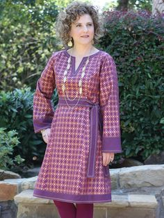 Strike a pose and make an impression with the Corinne Caftan! This design features a deep center front and back yoke with princess seaming, front waistband inset, and a side zipper for a comfortable y