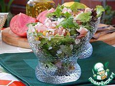 Салат с копченым лососем и орехами