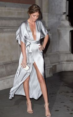Fashion Tips Videos Millie Mackintosh doesn't need a wardrobe malfunction to flash the flesh in.Fashion Tips Videos Millie Mackintosh doesn't need a wardrobe malfunction to flash the flesh in Satin Dresses, Silk Dress, Wrap Dress, Silver Satin Dress, Style Kimono, Millie Mackintosh, Best Street Style, Mode Outfits, Looks Style