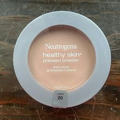 Neutrogena Pressed Powder Healthy Skin Pressed Powder minimizes shine and evens skin tone for a natural-looking finish. Exclusive antioxidant blend conditions and smoothes skin's texture. The color is Light 20. It feels silky and lightweight. This is a product that I use, but I got the wrong tone. Feel free to ask questions. Neutrogena Makeup Foundation