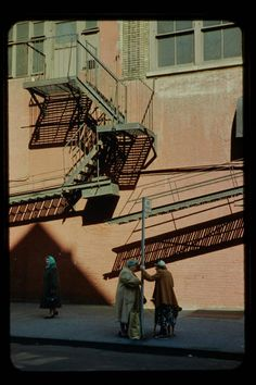 Saul Leiter: Discoveries from the Slide Archive Narrative Photography, Cinematic Photography, Glamour Photography, Urban Photography, Editorial Photography, Fine Art Photography, Street Photography, Lifestyle Photography, Fashion Photography