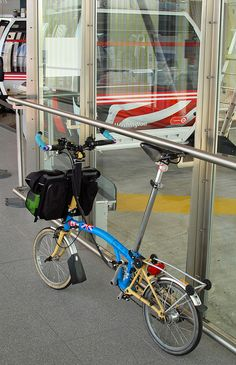 Little Henrietta waits patiently beside the cable car gondola for her owner to finish taking photographs. Folding Bicycle, Bicycle Pedals, Velo Brompton, Cycling Art, Bicycle Accessories, Touring, Mini, Form Design, Bike Stuff
