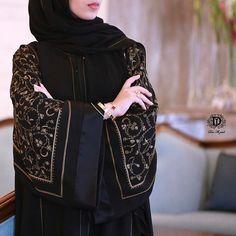 Image may contain: one or more people and people standing Burqa Fashion, Muslim Fashion, Fashion Outfits, Modern Abaya, Pakistani Bridal Makeup, Black Abaya, Abaya Designs, Fashion Design Sketches, Mode Hijab