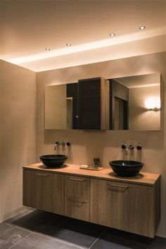 Bathroom lighting idea: helax downlights in chrome finish