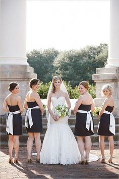 navy and white bridesmaids #bridesmaids #bridalparty #weddingchicks http://www.weddingchicks.com/2014/04/02/navy-and-green-southern-wedding/