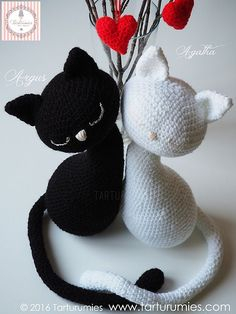 Cute and lovely and very much in love, these black and white cat patterns are cuter than words! Amigurumi: Gatos – Cats Agatha y Argus designed by Tarturumies are remarkable and make great bridal shower gifts. These white and black kitties amigurumi also make great, beautiful and safe toys for kids. With a beautiful design, these kitties are …
