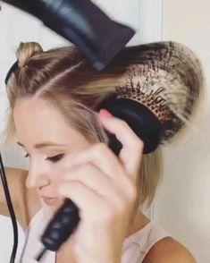 Hair and Beauty by Jen with another amazing hair tutorial – Tutorial Per Capelli Medium Hair Styles, Curly Hair Styles, Hair Medium, Brown Blonde Hair, Grunge Hair, Hair Videos, Short Hair Cuts, How To Curl Short Hair, Bob Hairstyles
