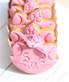 Super cute Marie Kitty Cat cookies,perfect for kids/children's snacks and party.
