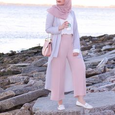 10 (stylish) ways to wear hijab chic - 10 (stylish) ways to wear hijab chic - hijab fashion and chic style Hijab Fashion Summer, Modest Fashion Hijab, Modern Hijab Fashion, Street Hijab Fashion, Hijab Fashion Inspiration, Muslim Fashion, Fashion Outfits, Fashion 2018, Fashion Skirts
