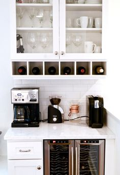 Coffee Bar Ideas - Looking for some coffee bar ideas? Here you'll find home coffee bar, DIY coffee bar, and kitchen coffee station. Wine And Coffee Bar, Coffee Bars In Kitchen, Coffee Bar Home, Coffee Bar Built In, Home Wine Bar, Coffee House Decor, Coffee Station Kitchen, Coffee Drinks, Kitchen Desks