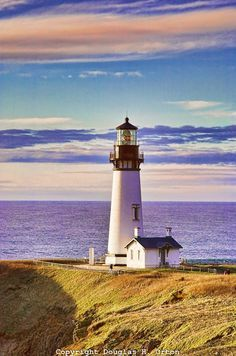 The Yaquina Head Light, also known early in its existence as the Cape Foulweather Lighthouse, is on the Oregon Coast in Lincoln County, near the mouth of the Yaquina River. The tower stands 93 feet tall, and is the tallest lighthouse in Oregon. Lighthouse Painting, Lighthouse Pictures, Lighthouse Keeper, Lighthouses In Oregon, Foto Picture, Am Meer, Oregon Coast, Oregon Usa, Belle Photo