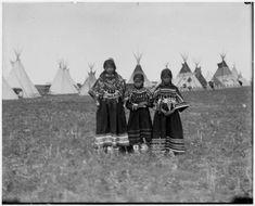 Blackfoot/Blackfeet girls, no date or names.