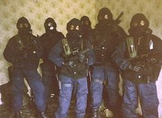 SAS in the '' killing house '' at their Hereford HQ, Circa Military Gear, Military Personnel, Military History, Special Air Service, Special Ops, Sas Special Forces, Tactical Life, Tactical Guns, British Army Uniform