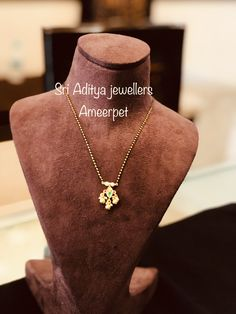 Gold Mangalsutra Designs, Gold Earrings Designs, Jewellery Designs, Gold Jewelry Simple, Simple Necklace, Bridal Jewelry, Beaded Jewelry, Black Beats, Gold Designs