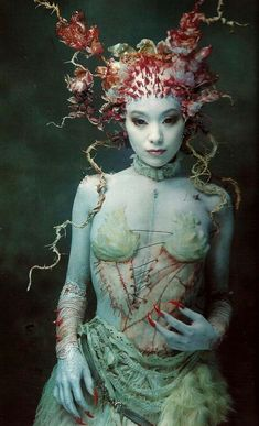 Amazing oriental sea queen, mermaid , sea fairy fantasy costume, make up and hair and headress inspiration , Grimm and fairy gothic fairytale art Maquillage Halloween, Halloween Makeup, Halloween Zombie, Halloween Costumes, Fairy Costumes, Halloween Face, Fantasy Makeup, Fantasy Art, Lady Fantasy