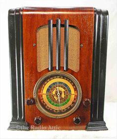 Detrola Radio tombstone Model 147 1937 AM/SW antique radio Vintage Luggage, Vintage Wood, Old Time Radio, Retro Radios, Antique Radio, Old Tools, Art Deco Furniture, Old Tv, Art Deco Design