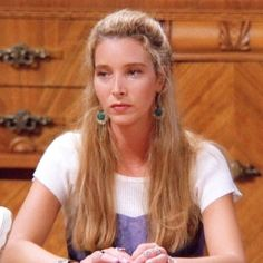 She will jerk a knot in your ass! Friends Tv Show, Friends Season 1, Friends Phoebe, Friends Cast, Friends Moments, Friends Series, I Love My Friends, Phoebe Buffay, 90s Inspired Outfits
