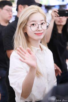 Twice Dahyun, Tzuyu Twice, South Korean Girls, Korean Girl Groups, Korean Celebrities, Celebs, Asian Woman, Asian Girl, Bts K Pop