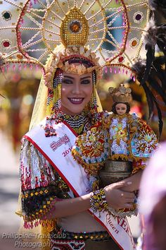Cebu is a small island in the central part of the Philippines, yet it attracts a lot of foreign visitors. Here are the four reasons you should travel too! Trekking, Sinulog Festival, Saraswati Devi, Notting Hill Carnival, Filipino Culture, Cebu City, Event Organiser, Bali Wedding, Cool Bars
