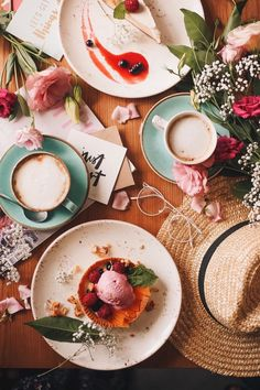 flatlay with coffee & dessert Flat Lay Photography, Coffee Photography, Food Photography, Food Flatlay, Flatlay Styling, Brunch, Aesthetic Food, Coffee Time, Food Styling