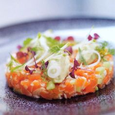 Fresh salmon tartare with avocado and apple - recipe - okoko recipes Salmon Tartare, Apple Recipes, Risotto, Tapas, Favorite Recipes, Lunch, Vegetables, Eat, Healthy