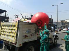 Aguas de Bogotá SA ESP la empresa del posconflicto y la policía nacional adelantan operativo de limpieza visual en la localidad Engativá, sectores de la avenida Rojas entre las calles 53 y 72 y por la avenida Boyacá.  La policía Nacional aplica comparendos por contaminación visual. Fue detenida una persona por pegar publicidad en los postes del sector.