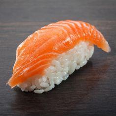 Did You Know – The Origin Of Salmon Sushi Best Nagoya Reasonable Hotel Food Plating Techniques, Japanese Food Sushi, Types Of Sushi, Nigiri Sushi, Sushi Party, Salmon Sushi, Aesthetic Food, Food Inspiration, Food Photography