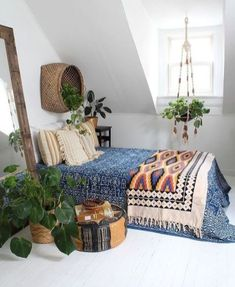 Indoor plants boho bedroom boho room, bohemian house, room with plants, tap Simple Bedroom Decor, Bohemian Bedroom Decor, Home Decor Bedroom, Bedroom Ideas, Master Bedroom, Bedroom Apartment, Bedroom Designs, Bohemian House, Boho Room