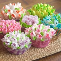 With the Russian leaf piping sets you ll soon be decorating like a professional Features The russian piping nozzles set has a wide range of use cake bakery tray mats party hotel etc d Fancy Cakes, Mini Cakes, Cupcake Cakes, Fondant Cakes, Cupcakes Flores, Flower Cupcakes, Flower Birthday Cakes, Mini Cupcake Bouquets, Spring Cupcakes